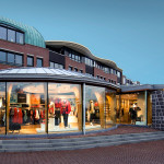 giesen bouwen winkelpand paviljoen Ulla Popken Doetinchem Achterhoek houtskelet hout constructie ecologische architect architectuur modern strak design biobased duurzaam keijen