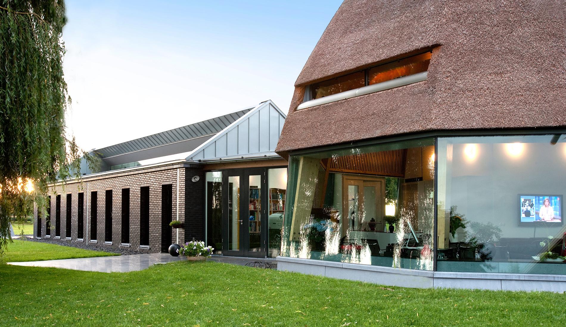 giesen bouwen schuur keijenborg Doetinchem Achterhoek houtskelet hout constructie ecologische architect architectuur groen landelijk riet modern strak design rieten kap biobased duurzaam biologisch